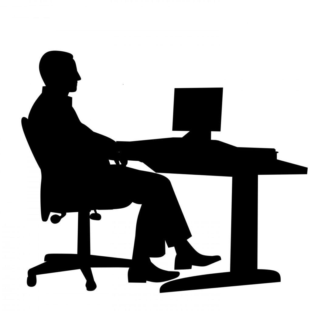 Figura sentado silla gaming