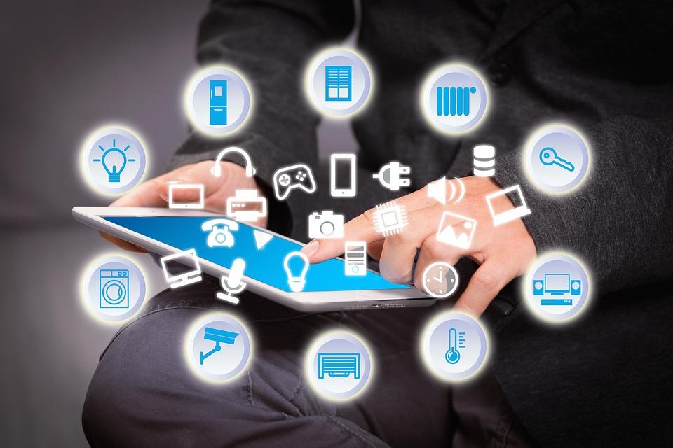Conexión a redes sociales e internet
